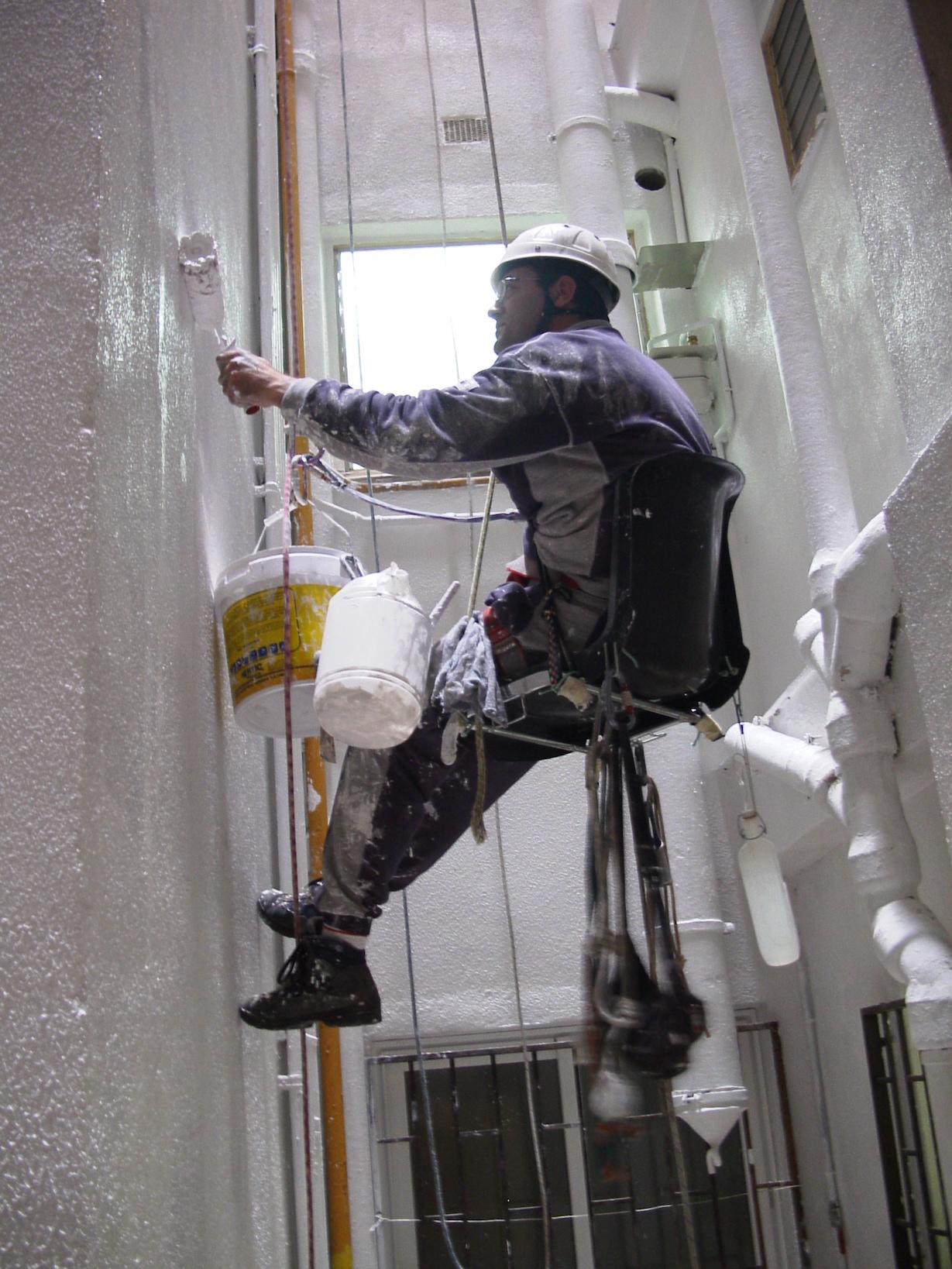 Trabajos verticals pintando atic vertical